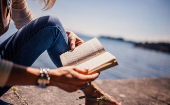 hobi membaca buku